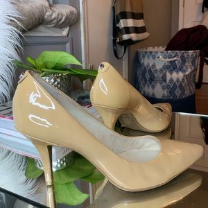Michael by Michael Kors patent leather pump nude